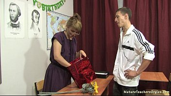 wife mature russian blowjob Supergirl and batgirl lesbians