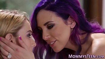 foot slapp lesbian kiss Solo breast milk