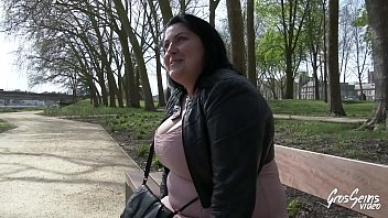 pote mon mate me baiser Big titted milf jerks a hard cock off