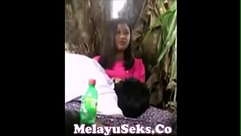 ngintip melayu awek Horny teen girl harley dean gives head and pussy rammed