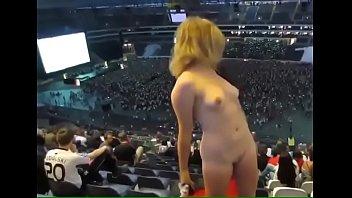 video649 v spalne kameroy molodaya krasivaya pered devushka i poziruet Jessica coiffeuse jacquiemichel