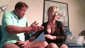 tisch untem dem Slim wife takes creampies in front of her hubby