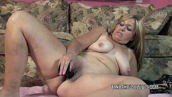 mommy stunning her fucks hairy to toy pussy pleasure El pene hacia arriva