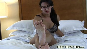 worship nerd feet Girl do her work