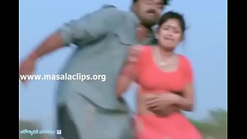 babileoni malayam actress Ballgrab in bus