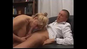 de madre hjo Unusual tongue job