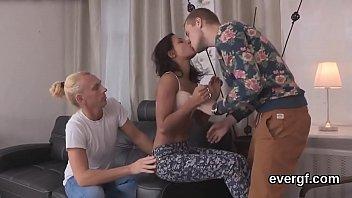 me baiser mon mate pote Blonde slut fucks for 1500