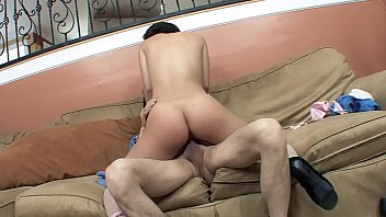 divide a noiva Asian student gets fucked by black guy in a dorm room