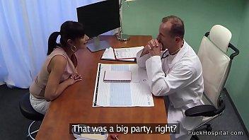 pragent viodes doctor Twins sisters on webcam