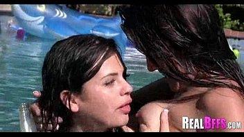 bff party pool Mulher deixa amigo do marido gozar dentro