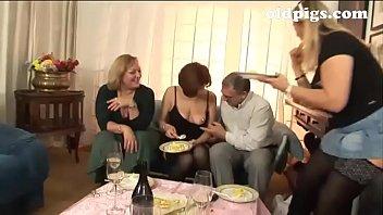 group mature piss Sous la djellaba d une musulmane