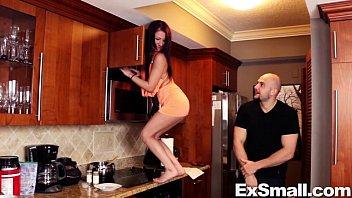girl wearing shorts spandex Schnell mal gewixxt auf dem wc bei einer bekanten