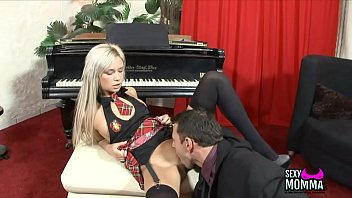 young xxx amateur porn girl fucking Nike air max bws