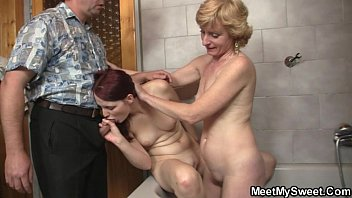 30 mom yr forces old Gangbang swallow lots of um