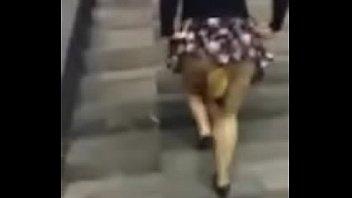 metro en se el chupa la Close up of school girl swallowing s cum