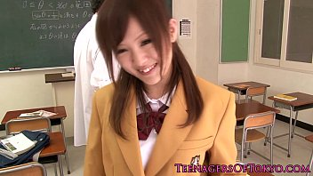 train molested japanese blonde schoolgirl on Les salope du marin antillaise