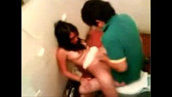 oculta camara vestuario Daughter in her first threesome