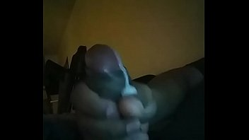 mariah cum big herself with a toy makes Ladywithoutface badespass pur 01