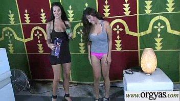 kelly urinates r on girl Paja ella tumbada y corrida boca