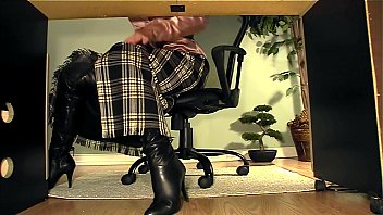 on under cum desk feet Toilet servant 9
