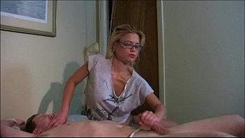 amateur on tied bed Girl asian cum tourist
