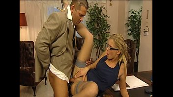 mir in die schuhe spritz Young blonde gets her pussy worked by old masseur10